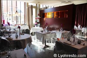 01 salle restaurant tassin la demi lune la suite La Suite