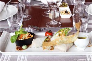 02 assiette rouleau printemps entree plat restaurant tassin la demi lune la suite La Suite