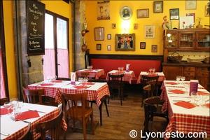 01 salle restaurant bouchon lyonnais authentique tete de lard lyon La tête de lard