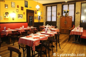 Photo  09-salle-ensemble-restaurant-bouchon-lyonnais-authentique-tete-de-lard-lyon.jpg La tête de lard