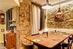 005 Le Bistrot du 6 eme restaurant cuvier Lyon salle table hote Le Bistrot du 6ème