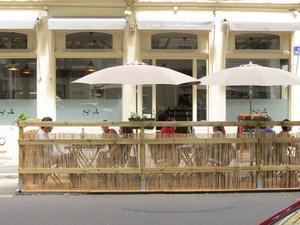 001 Le cafe Saint Amour restaurant terrasse  Le café Saint Amour