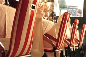 7 chaises decoration le caro de lyon restaurant brasserie Le Caro de Lyon