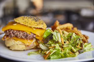 0004 burger maison Le Comptoir des Artistes restaurant Bourse du travail Lyon Le Comptoir des Artistes