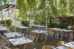 005 le Crusoe restaurant bord de Saone original Lyon guinguette Le Crusoé