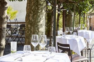 002 tables jardin terrasse restaurant Le Jardin Gourmand de Craponne Le Jardin Gourmand de Craponne