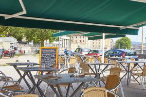 04 La Conciergerie du Ketje terrasse table terrain de boules Le Ketje