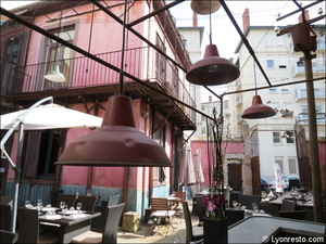 003 terrasse luminaires restaurant koodeta lyon Le Koodeta