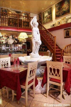 0 statue fontaine monna lisa restaurant lyon Le Monna Lisa