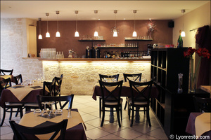 5 salle comptoir restaurant neolis chaponost Le Noelis