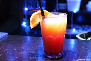 2 cocktail boisson restaurant dansant karaoke festif papagayo lyon Le papagayo