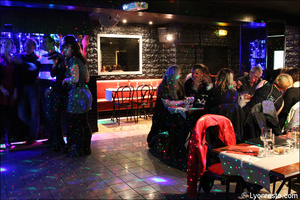 3 salle chanteurs restaurant dansant karaoke festif papagayo lyon selection Le papagayo