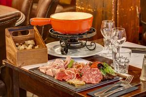 003 Pique Assiette restaurant Vieux Lyon bouchon fondue charcuterie Le Pique Assiette