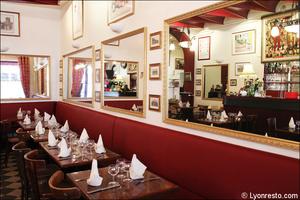 Photo  1-salle-miroirs-restaurant-lyon-bouchon-poelon-d-or.jpg Le Poêlon d'Or