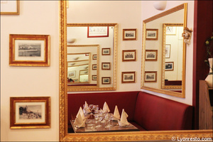 Photo  5-deco-miroirs-restaurant-lyon-bouchon-poelon-d-or.jpg Le Poêlon d'Or