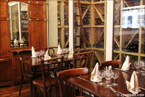 Photo  7-cave-vin-restaurant-lyon-bouchon-poelon-d-or.jpg Le Poêlon d'Or