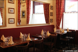 Photo  95-banquettes-restaurant-lyon-bouchon-poelon-d-or.jpg Le Poêlon d'Or