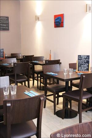 1 salle tables restaurant le poivron bleu lyon Le poivron bleu