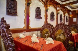 04 le royal indien table deco salle Le Royal Indien