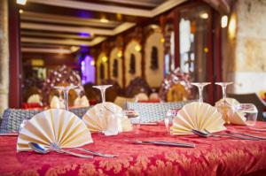 06 le royal indien salle table Le Royal Indien