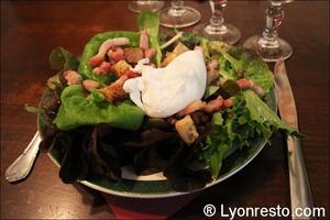 005 salade lyonnaise sathonay bouchon lyonnais restaurant lyon Le Sathonay