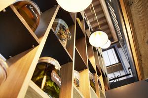 04 Le Tiroir salle deco bocaux lumiere Le Tiroir