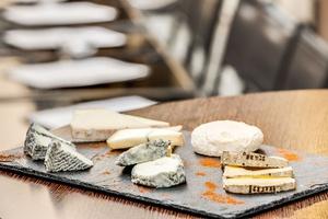 010 Le Tono Lyon bar a vins planche fromages Le Tono