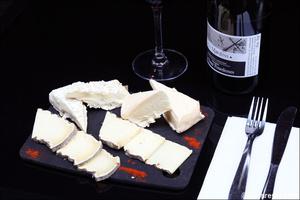 Photo  04-ardoise-fromage-restaurant-bar-bistro-vins-tono-lyon.jpg Le Tono