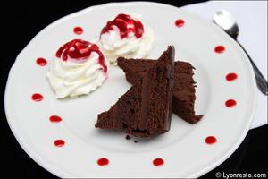 Photo  06-dessert-gateau-chocolat-restaurant-bar-bistro-vins-tono-lyon.jpg Le Tono