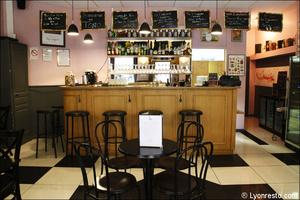 Photo  08-bar-comptoir-salle-restaurant-bar-bistro-vins-tono-lyon.jpg Le Tono