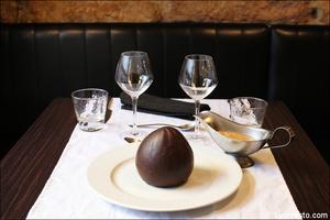 001 dessert oeuf surprise chocolat plat restaurant lyon valmy verre et assiette Le Verre et l'assiette