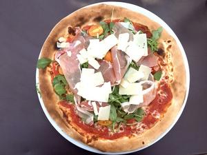 0001 Pizza terrasse restaurant les Jardins de Saint Didier Lyonresto  Les jardins de Saint Didier