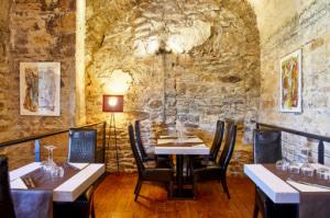 06 les voutes restaurant jazz club salle deco table Les Voûtes Restaurant Jazz Club