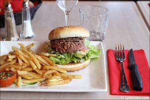 3 burger frites plat restaurant maison entrecote steak house lyon Maison de l'Entrecôte Part-Dieu