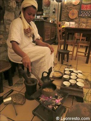32 messo cafe equipe Messob restaurant Ethiopien
