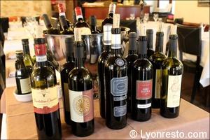 Photo  08-bouteilles-vins-restaurant-italien-momento-sapori-e-vini-lyon.jpg Momento Sapori e Vini