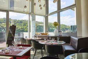 2 n cafe novotel Lyonresto vue exceptionnelle sightseeing Lyon restaurant N'Café Confluence