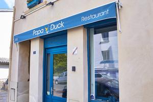04 Papa Duck rotisserie enseigne restaurant Papa Duck