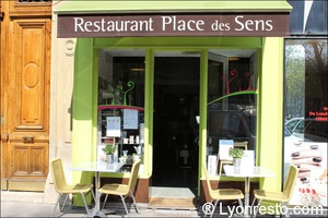 00045 devanture terrasse restaurant place des sens foch Place des Sens