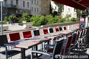 3 terrasse place gailleton red cafe lyon restaurant bar brasserie Red Café