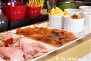4 buffet saumon red cafe lyon restaurant bar brasserie Red Café