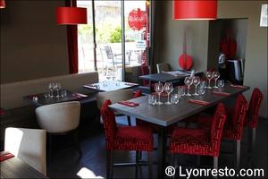 7 salle red cafe lyon restaurant bar brasserie Red Café