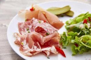 03 Au Petit Grillon entree charcuterie salade Restaurant Au Petit Grillon