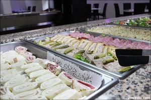 1 plat buffet entrees w restaurant bron W Restaurant