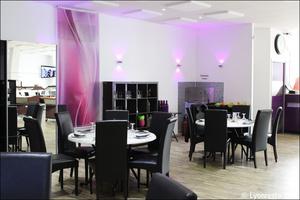 3 salle tables w restaurant bron W Restaurant