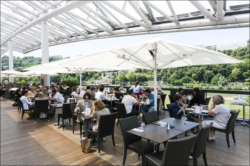 La cri e confluence restaurant lyon r server horaires for Restaurant terrasse lyon