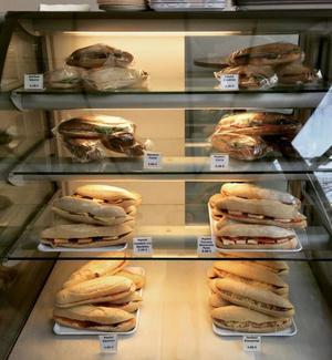 Marina cafe lunch gouter sandwichs paninis Marina café lunch goûter
