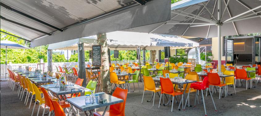 Terrasse du restaurant Au Grand Large à Decines-Charpieu