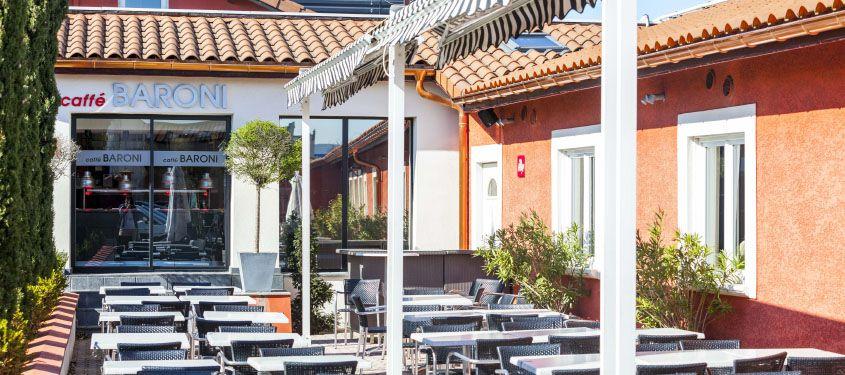 Terrasse du restaurant Caffe Baroni à Décines-Charpieu
