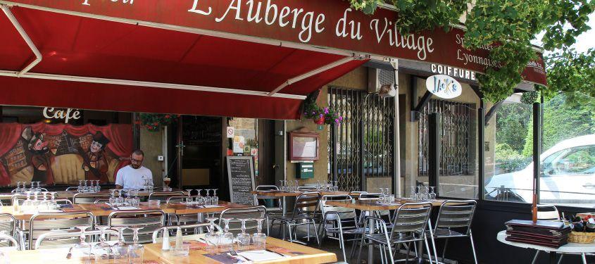 Terrasse du restaurant l'Auberge du Village à Dardilly